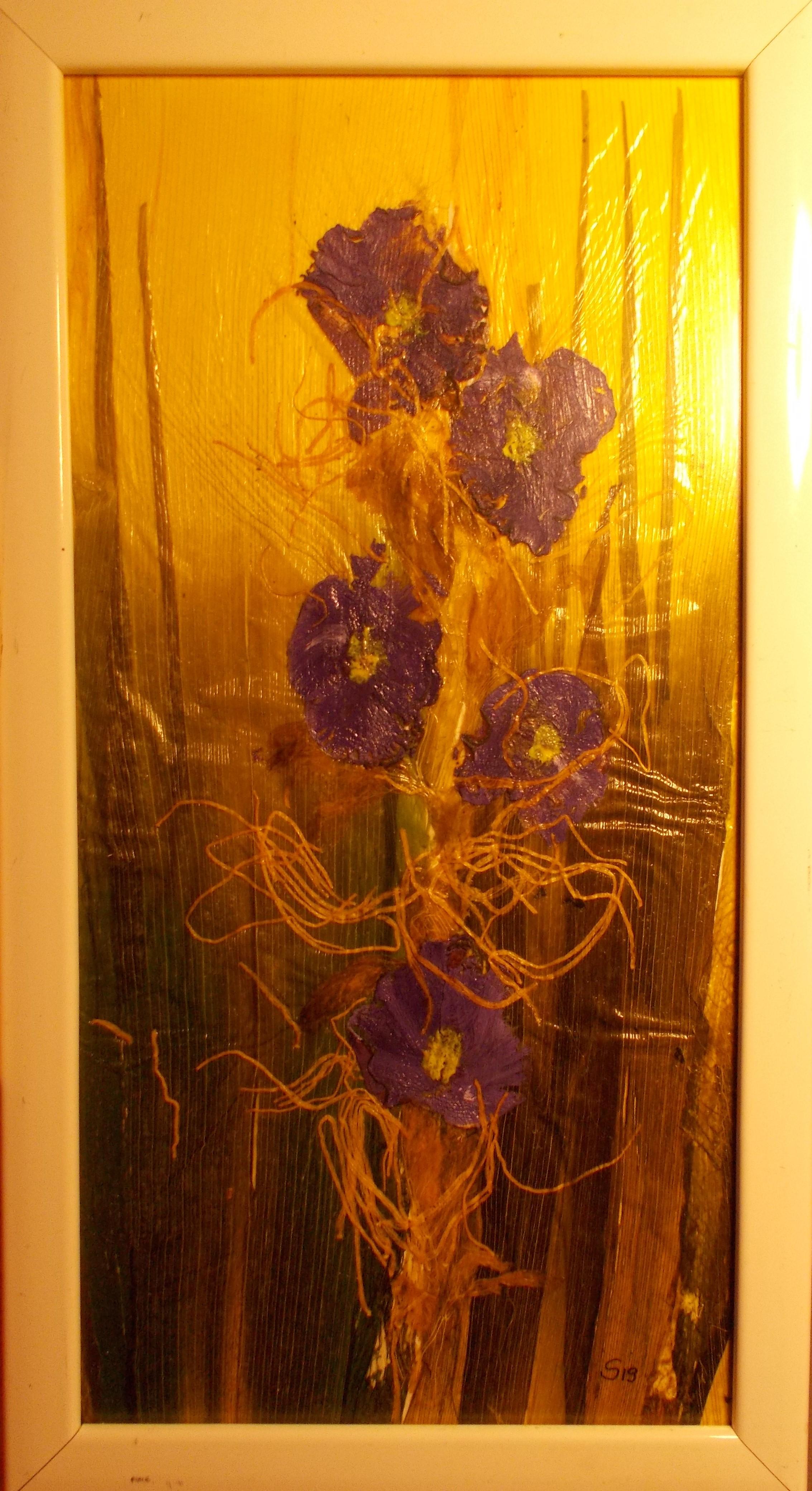 blaue Rettichblumen auf Porree